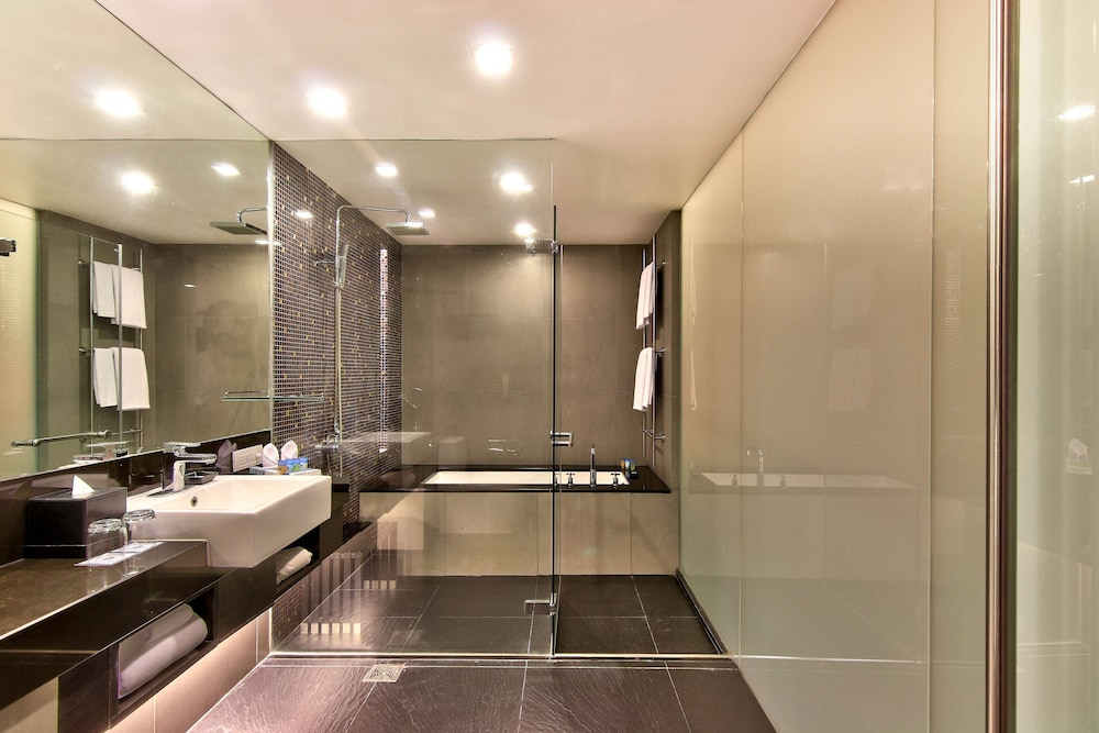 Bathroom, Park Plaza Bangkok Soi 18