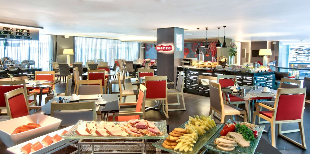 Breakfast buffet, Park Plaza Bangkok Soi 18