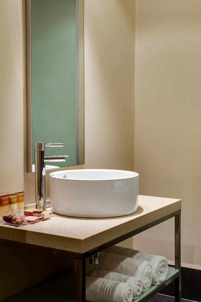 Bathroom, Protea Hotel by Marriott Transit O.R. Tambo Airport