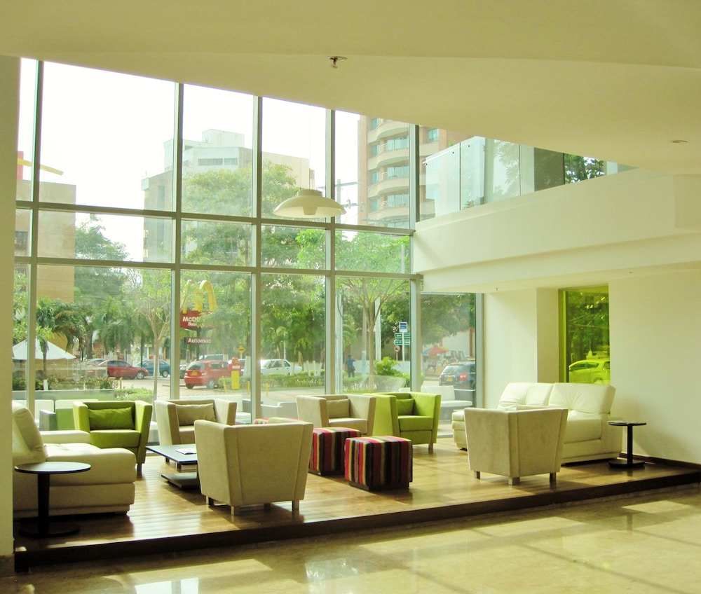 Lobby Lounge, NH Collection Barranquilla Smartsuites Royal