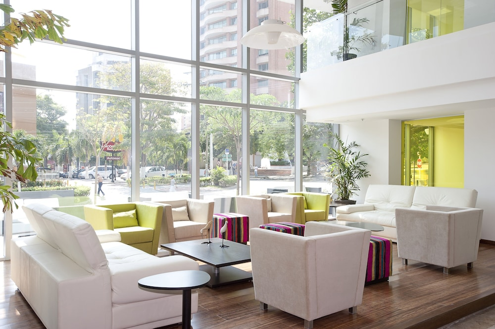 Lobby Sitting Area, NH Collection Barranquilla Smartsuites Royal