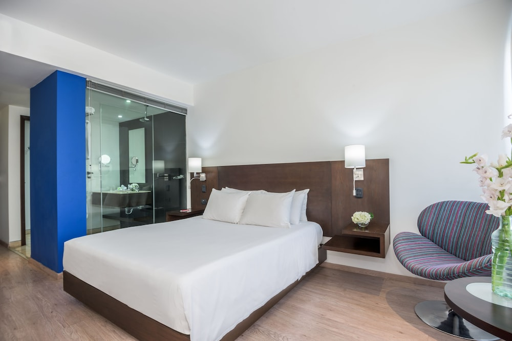 Room, NH Collection Barranquilla Smartsuites Royal