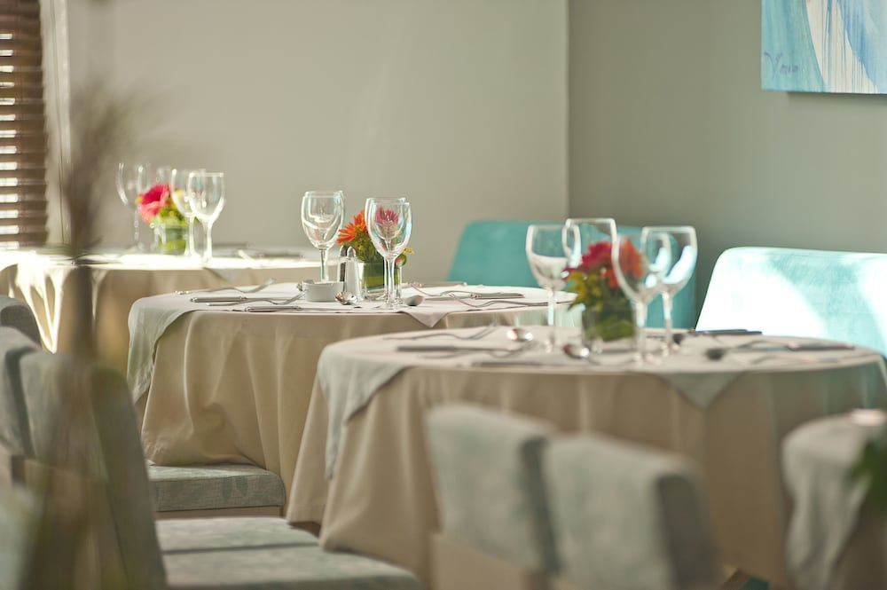 Restaurant, NH Collection Barranquilla Smartsuites Royal