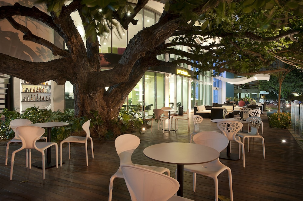 Outdoor Dining, NH Collection Barranquilla Smartsuites Royal