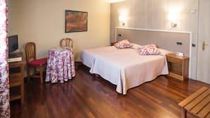Ropa de cama de alta calidad, escritorio, cortinas opacas