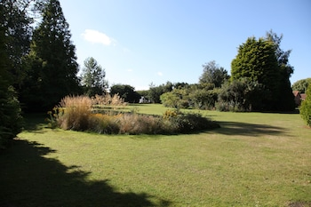 Ivy Lane, Oulton Broad, Lowestoft, Suffolk, NR33 8HY, England.