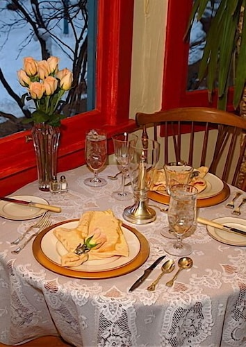 Couples Dining, Romantic RiverSong Inn