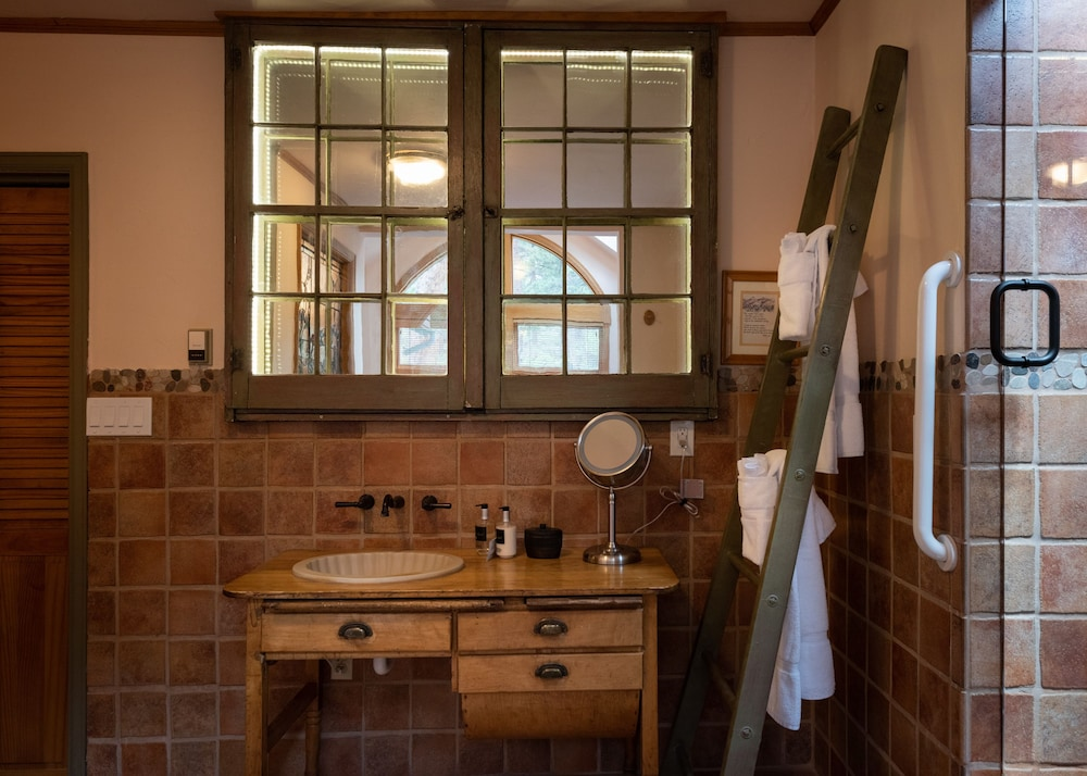 Bathroom, Romantic RiverSong Inn