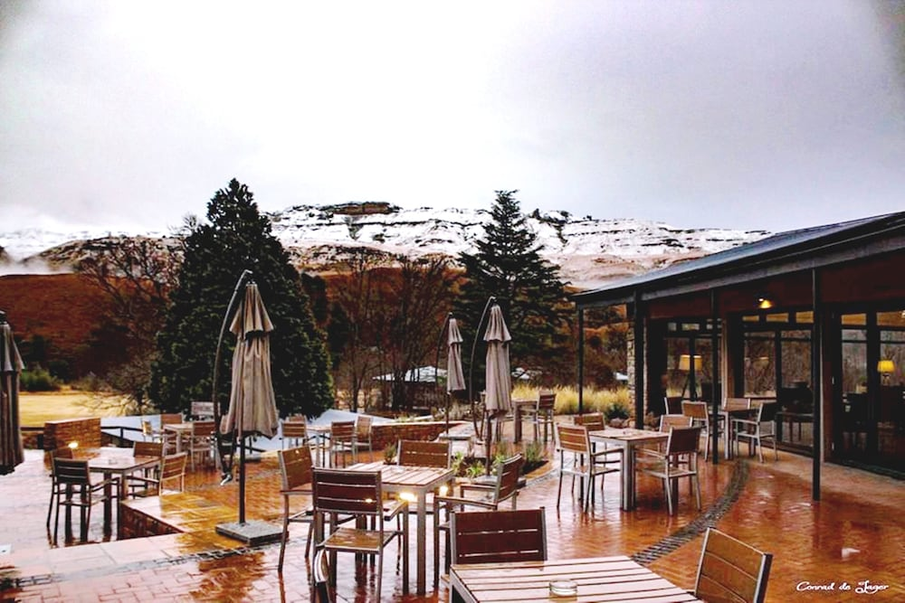 Outdoor Dining, Premier Resort Sani Pass