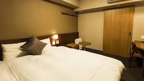 高級寢具、羽絨被、窗簾、熨斗/熨衫板