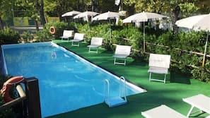 Piscina stagionale all'aperto, ombrelloni da piscina