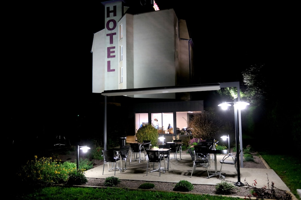 Front of Property - Evening/Night, Hotel des Cepages