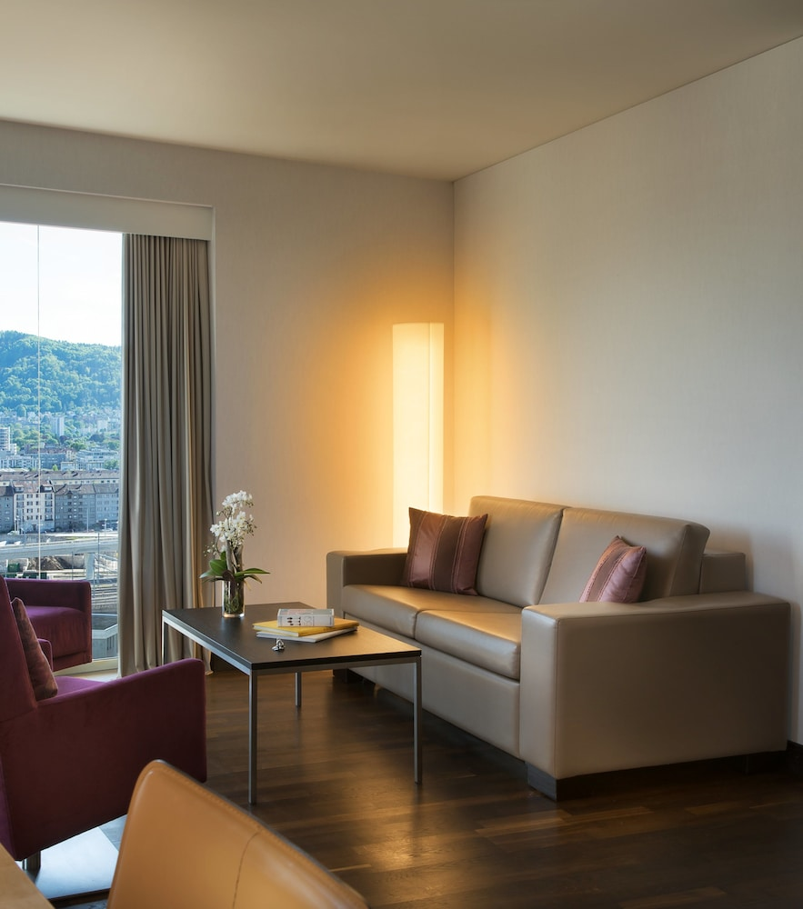 Living Area, Renaissance Zürich Tower Hotel