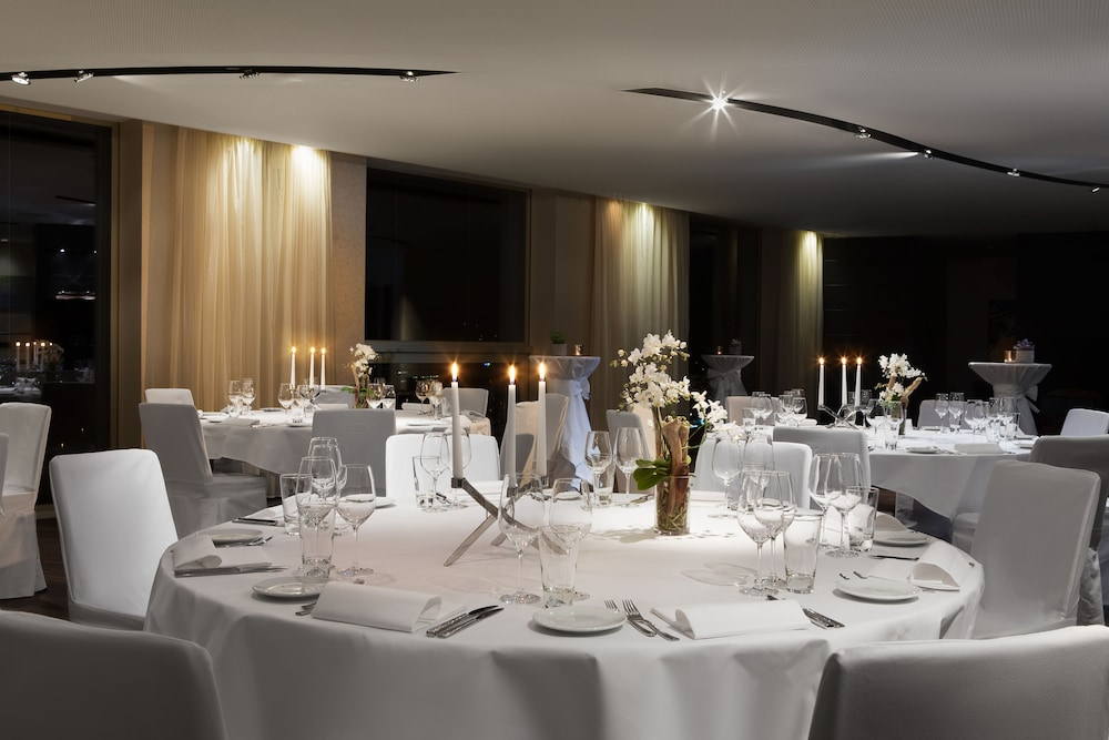 Indoor Wedding, Renaissance Zürich Tower Hotel