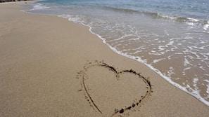 Spiaggia privata, sabbia bianca, ombrelloni, pallavolo