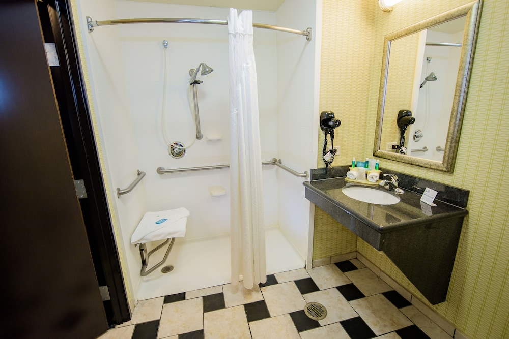 Bathroom, Holiday Inn Express Tulsa South Bixby