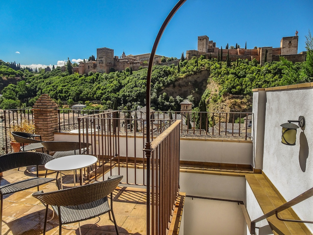 Apartamentos turisticos alhambra deals reviews granada esp wotif - Apartamentos turisticos alhambra ...