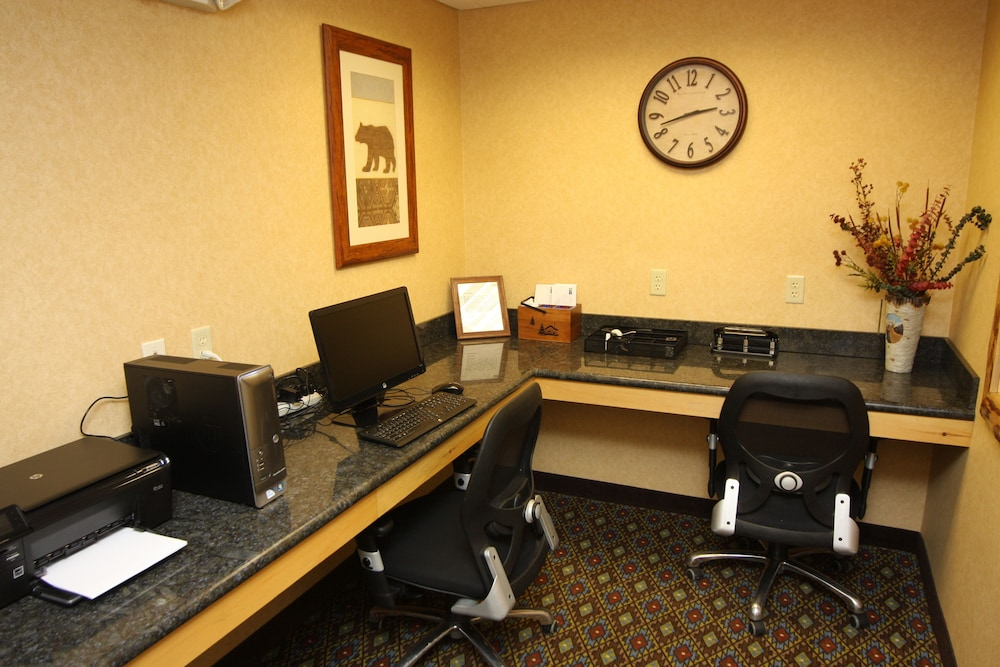 Business Center, Holiday Inn Express Hotel & Suites Donegal