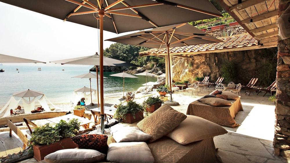 Eco Del Mare Night And Day Beach Club In Lerici Hotel