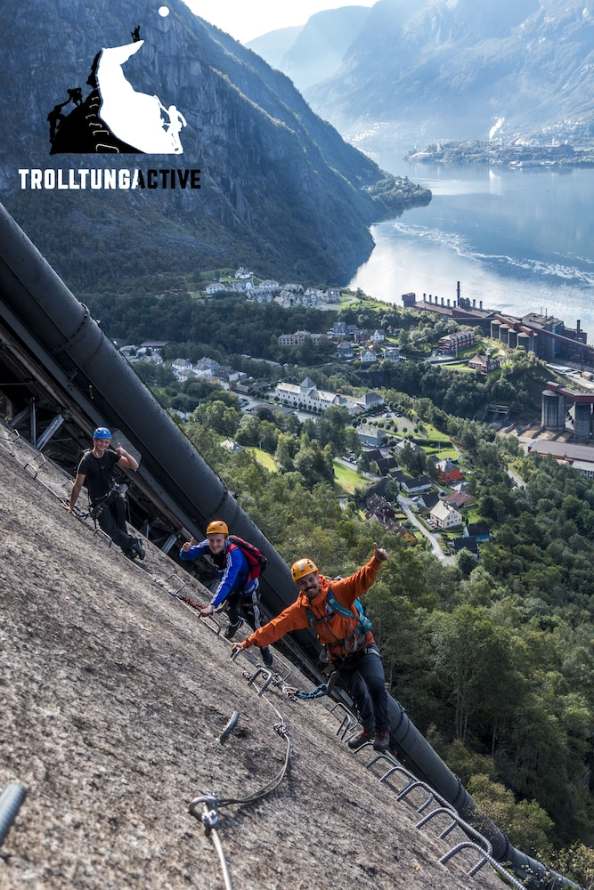 Hiking, Trolltunga Hotel