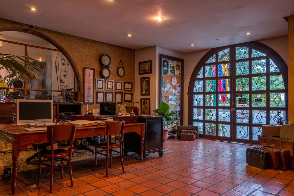Hotel Mariscal Robledo 3 0 Out Of 5 Mountain View Featured Image Interior Entrance