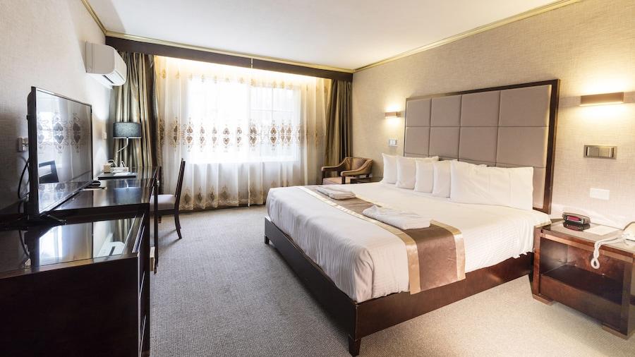 Eltham Gateway Hotel