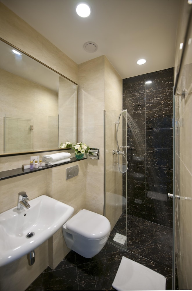 Bathroom, V Hotel Lavender (SG Clean)