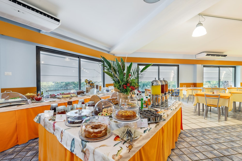 Breakfast buffet, Club Hotel Residence Baiaverde