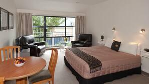 Premium bedding, Tempur-Pedic beds, in-room safe, iron/ironing board