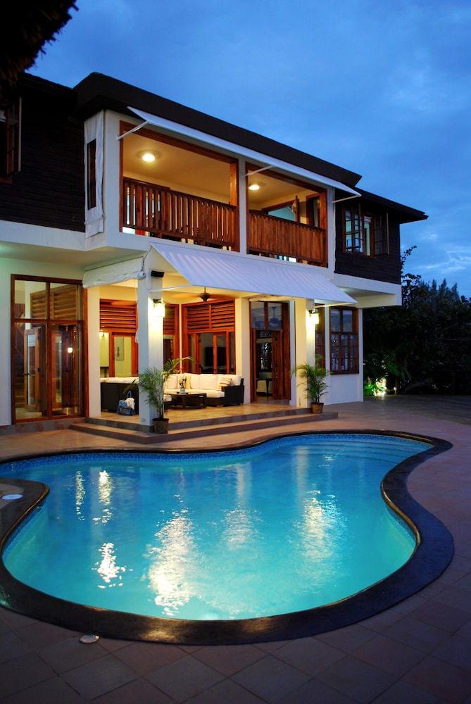 Six bedroom seaside villa - Outdoor Pool