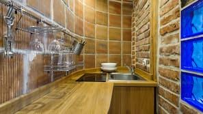 Réfrigérateur, fourneau de cuisine, cafetière/bouilloire