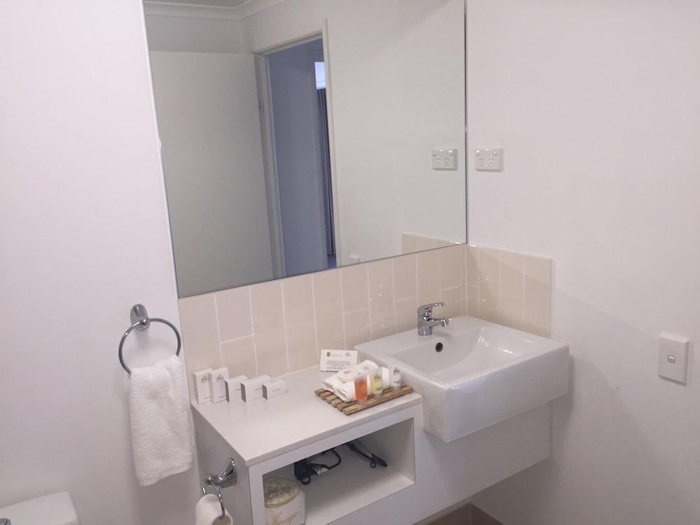 the edge apartment hotel rockhampton australia best. Black Bedroom Furniture Sets. Home Design Ideas