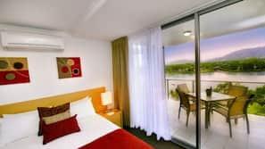 Premium bedding, minibar, individually furnished, desk