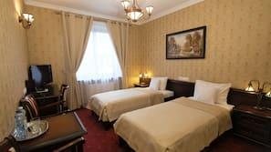 Betten mit Memory-Foam-Matratzen, Zimmersafe, Schreibtisch
