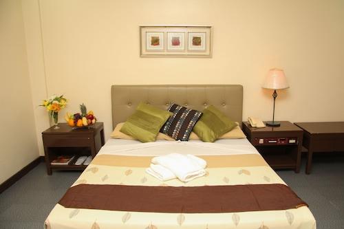 Calamba Accommodation with Spa: NZ$82 Spa and Resorts | Wotif