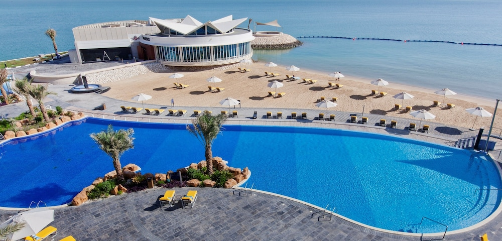 Outdoor Pool, Hilton Doha