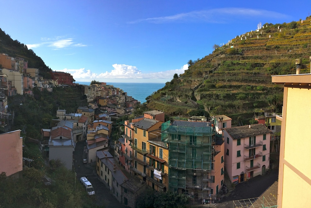 Giovanni Rooms Manarola In Riomaggiore Hotel Rates Reviews On Orbitz