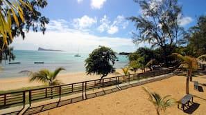 Plage à proximité, sable blanc, navette pour la plage