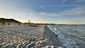 Playa privada cerca, arena blanca y servicio de transporte a la playa