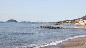 Una spiaggia nelle vicinanze, navetta per la spiaggia, pallavolo