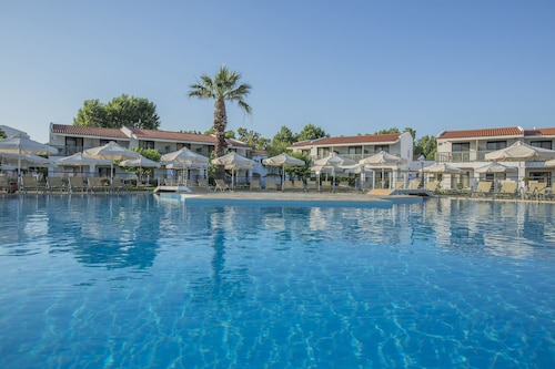 Golden Coast Hotel & Bungalows - All-Inclusive
