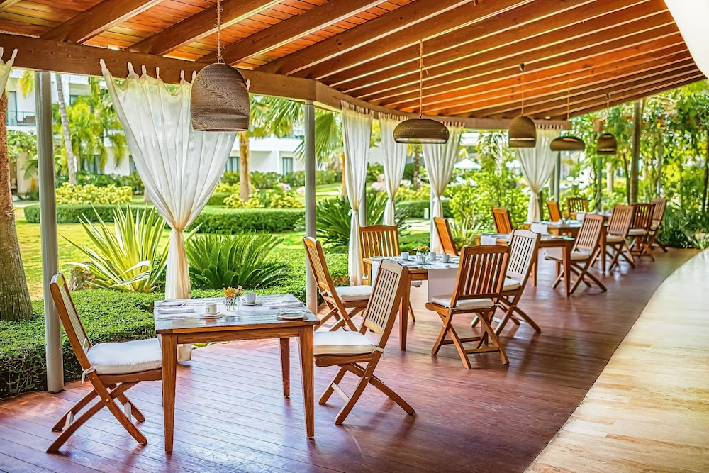 Breakfast Area, Sublime Samana Hotel & Residences