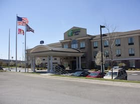 Holiday Inn Express & Suites Youngstown West - Austintown, an IHG Hotel