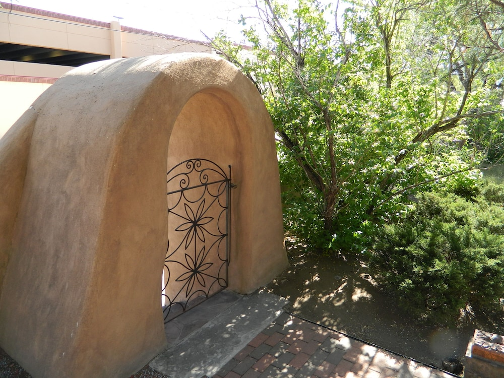 Property Grounds, Pueblo Bonito Bed and Breakfast Inn
