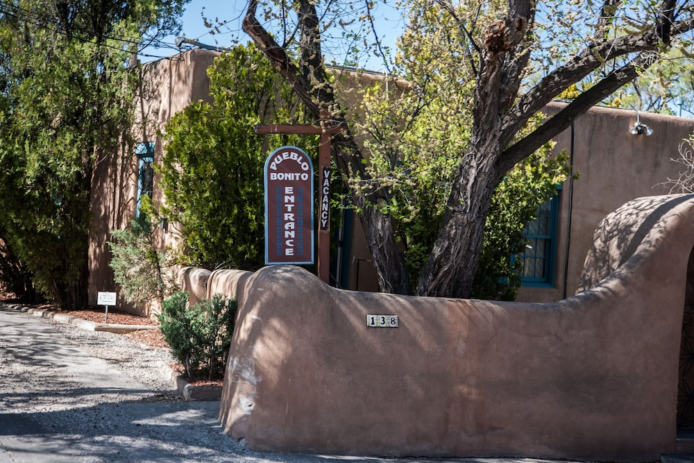 Property Entrance, Pueblo Bonito Bed and Breakfast Inn