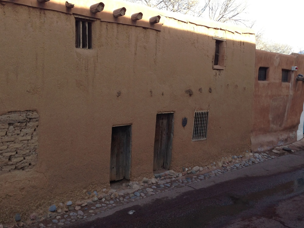 Point of Interest, Pueblo Bonito Bed and Breakfast Inn