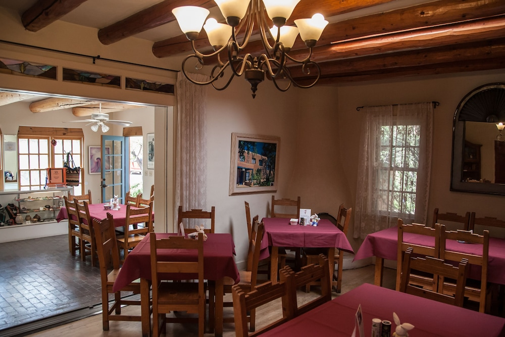 Dining, Pueblo Bonito Bed and Breakfast Inn