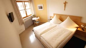 Hypo-allergenic bedding, desk, free WiFi