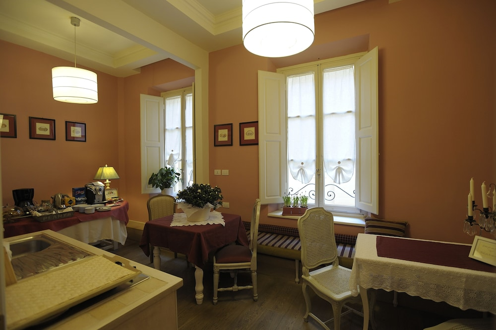 Food Court, Luxury B&B La Dimora degli Angeli