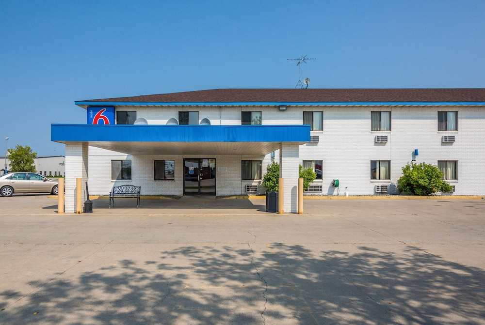 Featured Image, Motel 6 Fargo, ND - South